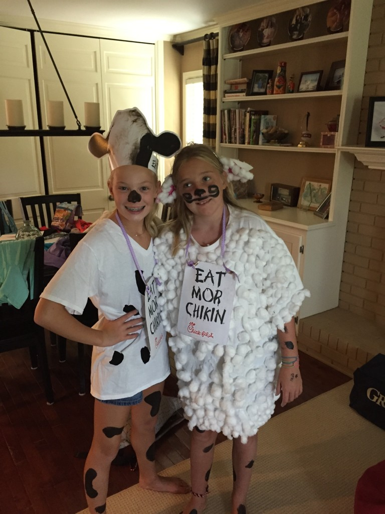 Gloriana DeLoss and Katelin Stanley pose for cow appreciation day