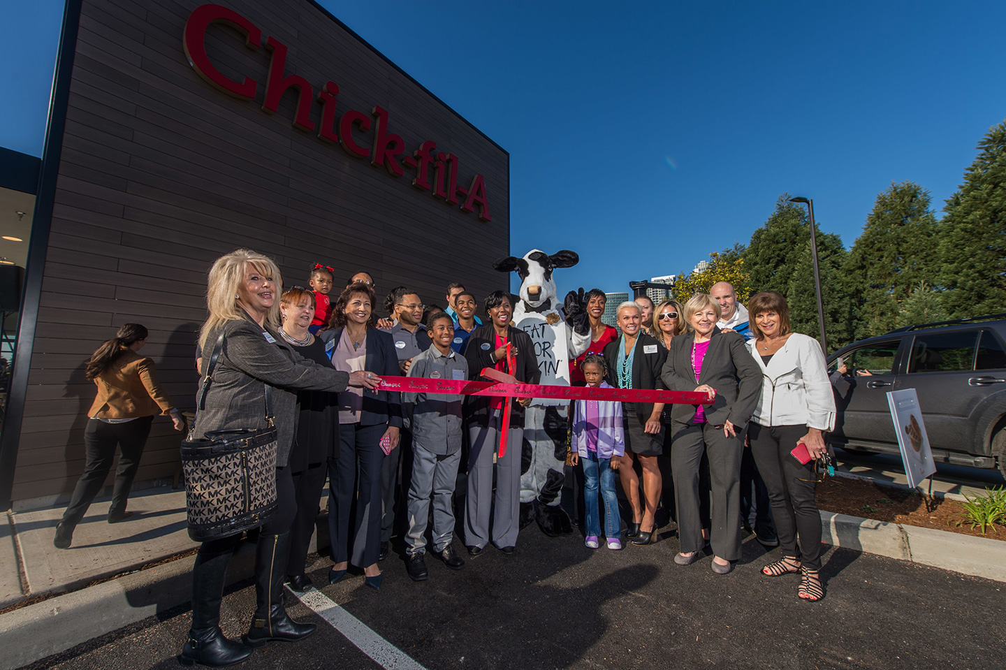 Bellevue restaurant ribbon cutting
